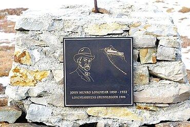 Norway, Svalbard, Longyearbyen, Plaque commemorating John Munro Longyear, American founder of Longyearbyen.
