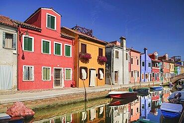 Italy, Veneto, Burano Island, Colourful housing on Fondamenta Cao di Rio a Destra.