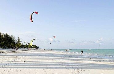 Tanzania, Zanzibar, Kitesurfers on Paje beach