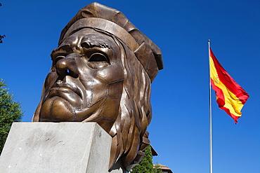 Spain, Andalucia, Granada, Bust of Gonzalo Fernández de Córdoba on Avenida de la Constitucion.