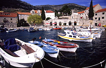 CROATIA Dalmatia Brac Bol marina nestled beneath Vidova Gora mountain ridge on the south side of the island  the fishing village of Bol with its idyllic marina and golden  horn shaped beach is Bracs prime spot for tourism    Boats