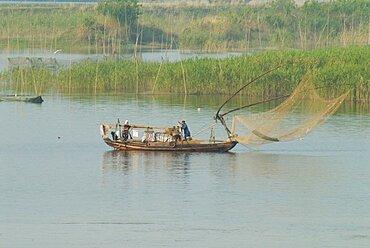 Traditional fishing boat on the Yangtze River, Yangtze, Hubei, China