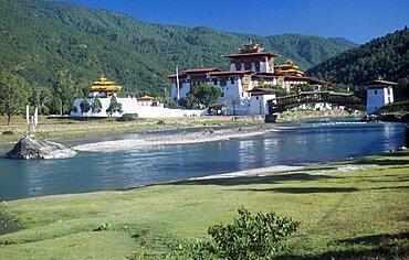 Bhutan, Punakha, Punakha Dzong fortress temple by the Mo Chhu Mother River