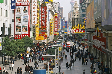 CHINA  Shanghai Pedestrianised street crowded with shoppers and lined with advertising hoardings and neon signs.    Nanjing Road.