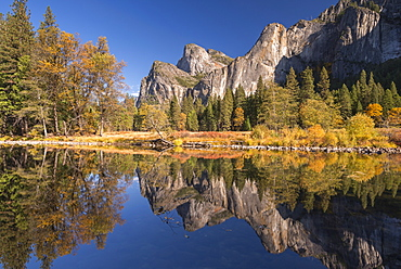Yosemite Valley reflected in the Merced River at Valley View, Yosemite National Park, UNESCO World Heritage Site, California, United States of America, North America