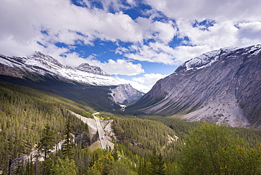 The Icefields Parkway running through dramatic Canadian Rockies scenery, Banff National Park, UNESCO World Heritage Site, Alberta, Canada, North America