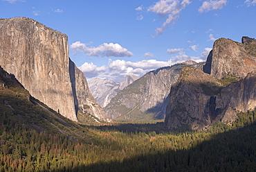 Yosemite Valley from Tunnel View, Yosemite National Park, UNESCO World Heritage Site, California, United States of America, North America