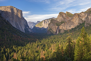 Majestic view of Yosemite Valley from Tunnel View, Yosemite National Park, UNESCO World Heritage Site, California, United States of America, North America
