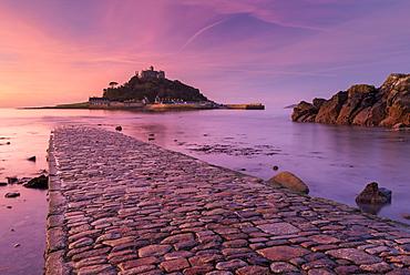 St. Michaels Mount and the Causeway at sunrise, Marazion, Cornwall, England, United Kingdom, Europe