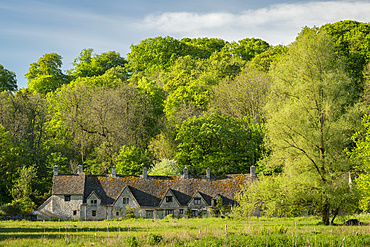 Arlington Row cottages in the pretty Cotswolds village of Bibury, Gloucestershire, England, United Kingdom, Europe
