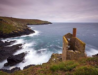 Abandoned tin mine engine house on the clifftops at Botallack, UNESCO World Heritage Site, near St. Just, Cornwall, England, United Kingdom, Europe