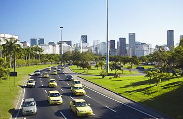 Traffic passing through Parque do Flamengo, Catete, Rio de Janeiro, South America