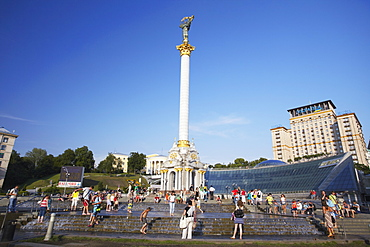 People in Independence Square (Maydan Nezalezhnosti) with Hotel Ukraina in background, Kiev, Ukraine, Europe