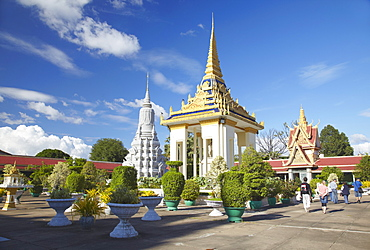 Tourists in grounds of Silver Pagoda in Royal Palace, Phnom Penh, Cambodia, Indochina, Southeast Asia, Asia