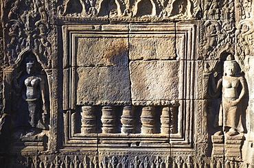 Bas-relief at Angkor era ruins of Wat Nokor, Kampong Cham, Cambodia, Indochina, Southeast Asia, Asia
