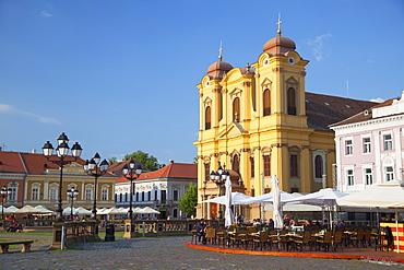Roman Catholic Cathedral and outdoor cafes in Piata Unirii, Timisoara, Banat, Romania, Europe