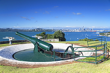 Disappearing gun and Auckland skyline, North Head Historic Reserve, Devonport, Auckland, North Island, New Zealand, Pacific