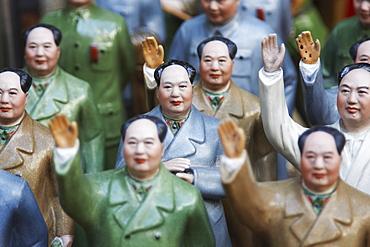 Figurines of Chairman Mao at antiques shop, Sheung Wan, Hong Kong Island, Hong Kong, China, Asia