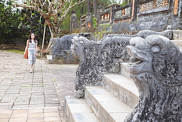 Woman at Tomb of Tu Duc, UNESCO World Heritage Site, Hue, Thua Thien-Hue, Vietnam, Indochina, Southeast Asia, Asia