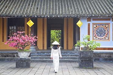 Woman wearing Ao Dai dress at Left House inside Citadel, Hue, Thua Thien-Hue, Vietnam, Indochina, Southeast Asia, Asia