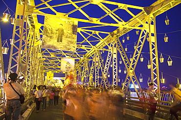 Art exhibition on Trang Tien Bridge, Hue, Thua Thien-Hue, Vietnam, Indochina, Southeast Asia, Asia