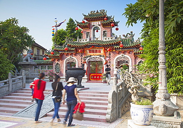 Tourists at Phouc Kien Assembly Hall, Hoi An, UNESCO World Heritage Site, Quang Nam, Vietnam, Indochina, Southeast Asia, Asia
