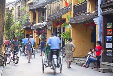 Street scene, Hoi An, UNESCO World Heritage Site, Quang Nam, Vietnam, Indochina, Southeast Asia, Asia