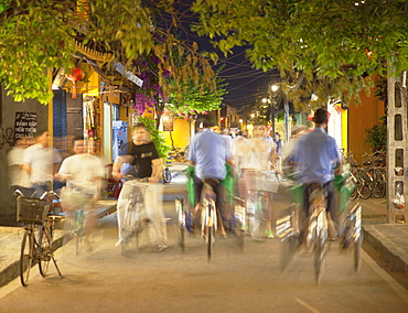 Cyclos and bicycles on street at dusk, Hoi An, UNESCO World Heritage Site, Quang Nam, Vietnam, Indochina, Southeast Asia, Asia