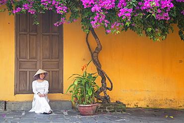 Woman wearing Ao Dai dress, Hoi An, UNESCO World Heritage Site, Quang Nam, Vietnam, Indochina, Southeast Asia, Asia