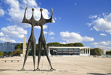 Dois Candangos (Two Labourers) sculpture, Supreme Federal Court,  Three Powers Square, UNESCO World Heritage Site, Brasilia, Federal District, Brazil, South America