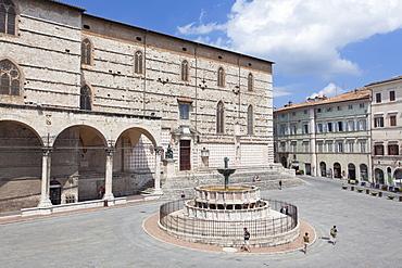 Fontana Maggiore and Duomo in Piazza IV Novembre, Perugia, Umbria, Italy, Europe