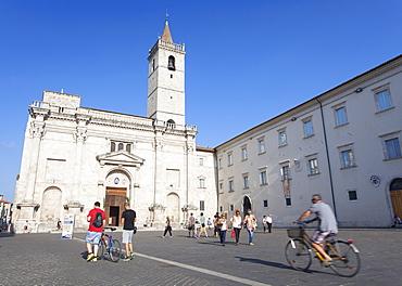 Duomo (Cathedral) in Piazza Arringo, Ascoli Piceno, Le Marche, Italy, Europe