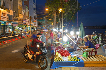 Night market, Ben Tre, Mekong Delta, Vietnam, Indochina, Southeast Asia, Asia