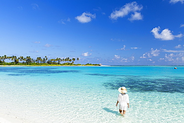 Woman on beach at Olhuveli Beach and Spa Resort, South Male Atoll, Kaafu Atoll, Maldives, Indian Ocean, Asia