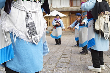 Naxi women performing dance, Lijiang, UNESCO World Heritage Site, Yunnan, China, Asia
