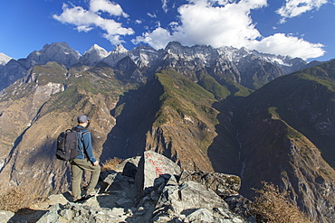 Man hiking in Tiger Leaping Gorge, UNESCO World Heritage Site, with Jade Dragon Snow Mountain (Yulong Xueshan), Yunnan, China, Asia
