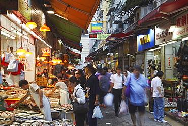 Crowds at wet market, Wan Chai, Hong Kong, China, Asia