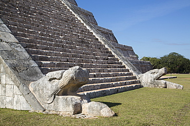 Serpent heads, El Castillo (Pyramid of Kulkulcan), Chichen Itza, UNESCO World Heritage Site, Yucatan, Mexico, North America