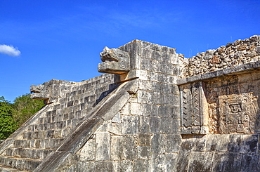 Stairway with serpent heads, Platform of Venus, Chichen Itza, UNESCO World Heritage Site, Yucatan, Mexico, North America