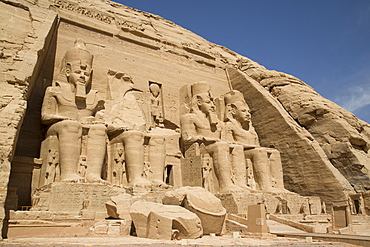 Colossi of Ramses II, Sun Temple, Abu Simbel, UNESCO World Heritage Site, Egypt, North Africa, Africa