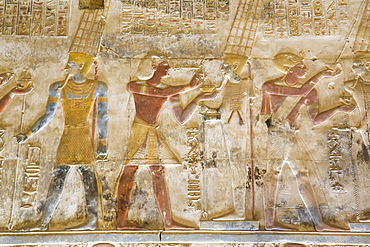 Bas-relief, Pharaoh Seti I between images of God Amun, Temple of Seti I, Abydos, Egypt, North Africa, Africa