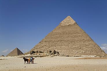 Horsecart and Pyramid of Chephren, The Giza Pyramids, UNESCO World Heritage Site, Giza, Egypt, North Africa, Africa