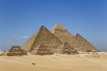 Tourist horsecart in foreground, The Giza Pyramids, UNESCO World Heritage Site, Giza, Egypt, North Africa, Africa