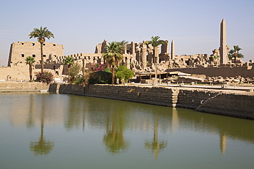 Sacred Lake (foreground), Karnak Temple, Luxor, Thebes, UNESCO World Heritage Site, Egypt, North Africa, Africa