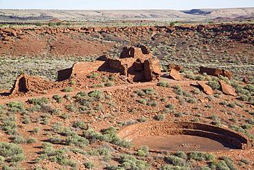 Kiva in foreground, Wupatki Pueblo, inhabited from approximately 1100 AD to 1250 AD, Wupatki National Monument, Arizona, United States of America, North America