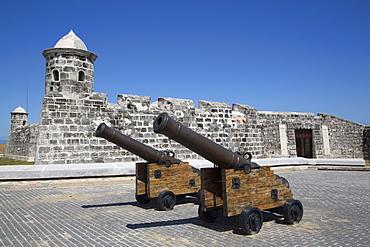 Old cannons, Castillo de San Salvador de la Punta, Central Habana, Havana, Cuba, West Indies, Central America