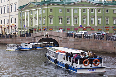 Tour boats on the Moika River, St. Petersburg, UNESCO World Heritage Site, Russia, Europe