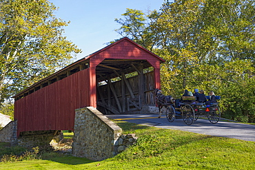 Amish Horse-drawn Buggy, Pool Forge Covered Bridge, built in 1859, Lancaster County, Pennsylvania, United States of America, North America