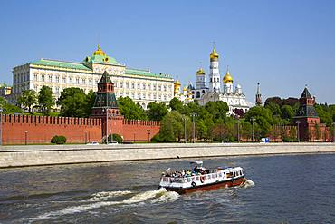 Tour Boat on Moscow River, Kremlin, UNESCO World Heritage Site, Moscow, Russia, Europe