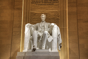 Evening, Statue of Abraham Lincoln, Lincoln Memorial, Washington D.C., United States of America, North America